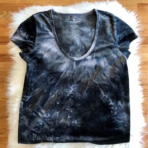 American Eagle Outfitters Tops - American Eagle blue tie dye velvet size medium top